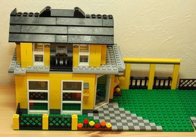 LEGO 黄色い家2階_R