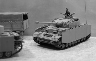 四号戦車準備モノクロ_R