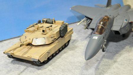 2 戦車とF15_R