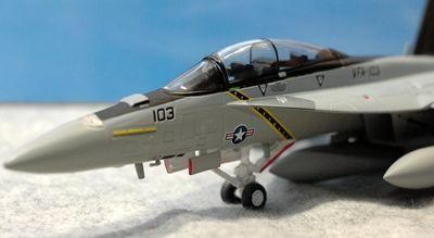 27 F-18_R