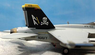 23 F-18_R