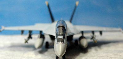 18 F-18_R