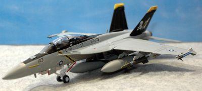 19 F-18_R