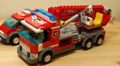 LEGO アーム消防車 前_R