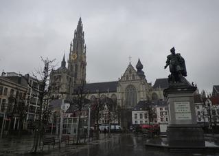 ノートルダム大聖堂とルーベンス像