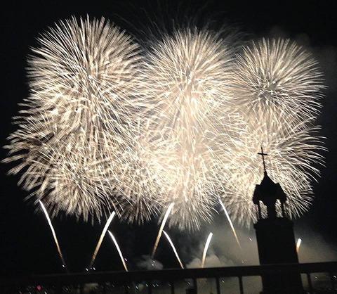 花火とチャペル