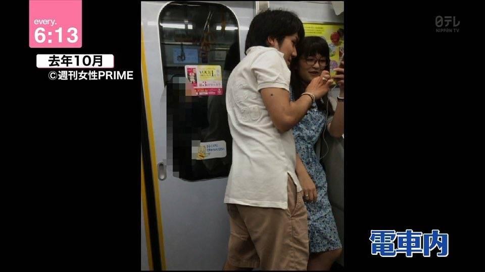 電車で小室圭と眞子様がペアリングでイチャイチャしてる画像 ...