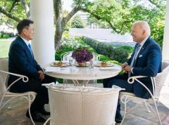米韓首脳、昼食はカニ料理 韓国メディア「日米と対照的」