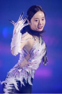 本田真凜が公開リハーサル 鳥をイメージ…黒、白、薄紫のパンツルック披露