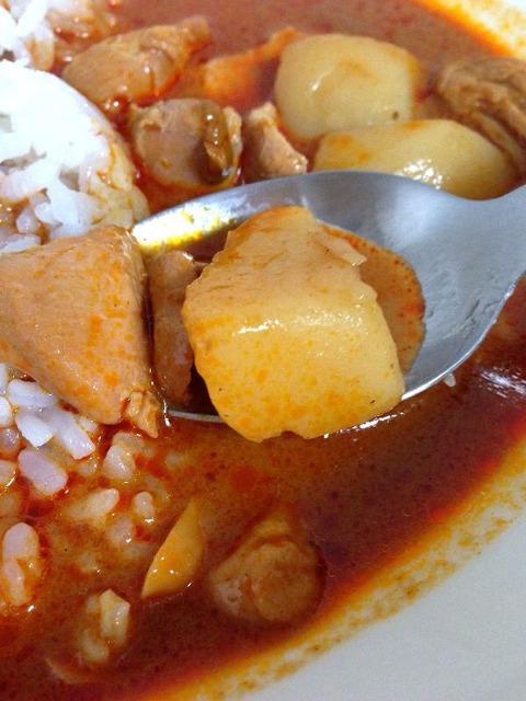 マッサマンカレーの具のジャガイモと鶏肉