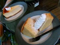 崖ケーキとチーズケーキ