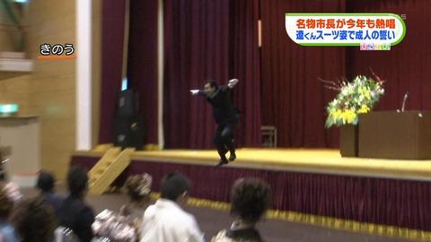 今年はAKBに加えももクロ!阿蘇市長、成人式で恒例熱唱