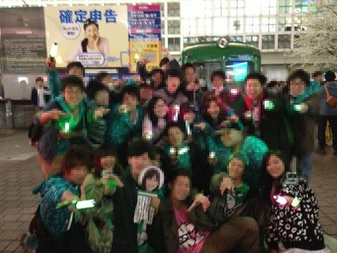 渋谷ハチ公前でモノノフが撮影会&大声コール