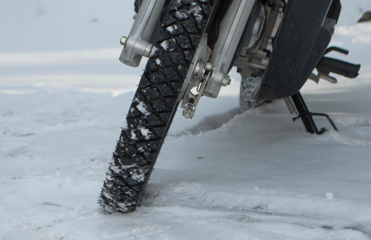 タイヤ 道 ノーマル 雪