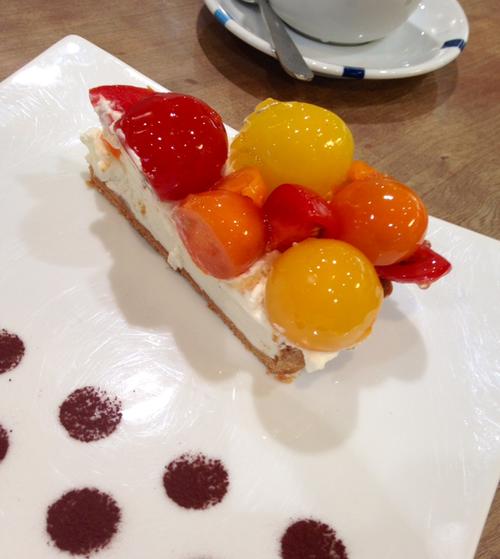 カフェ コムサさんのミニトマトケーキ♪