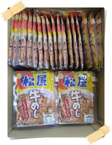 冷凍庫の食品補給。