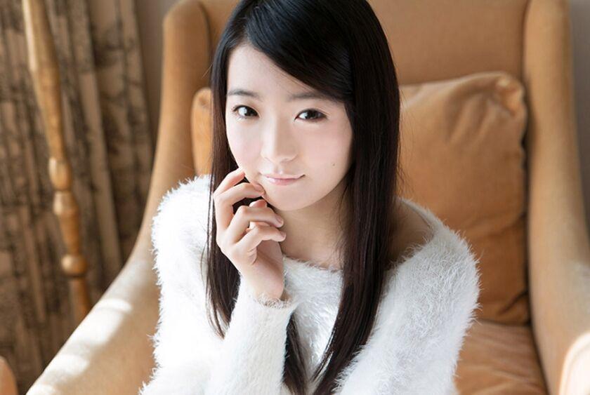 年齢を疑ってしまいそうなロリ具合!Yuiちゃんのクリクリした瞳が無垢に訴えかけてきます