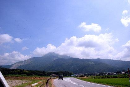麓からの伊吹山