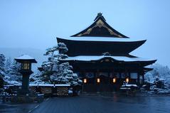 4月1日朝6:00 春の雪を纏った善光寺