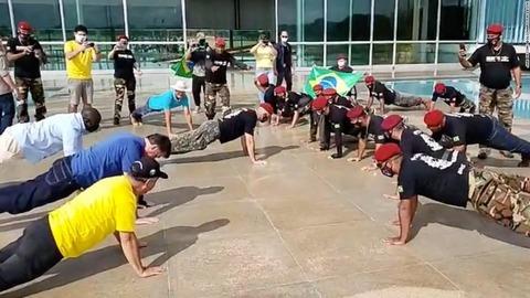 bolsonaro-push-ups-grab-super-169