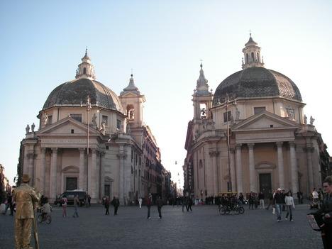 ポポロ広場の双子の教会