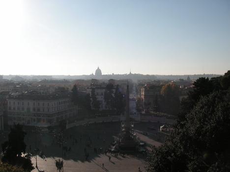 ナポレオン広場からローマを望む