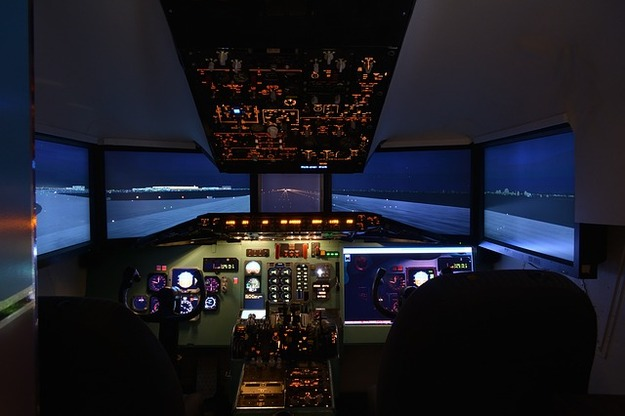 simulator-2312978_640