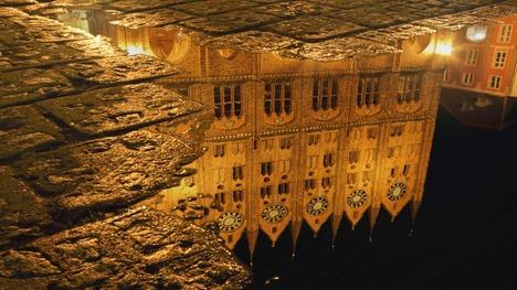 140203水に映る市庁舎@ドイツ シュトラールズント