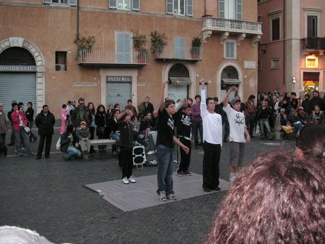 ナヴォーナ広場のストリートダンサー