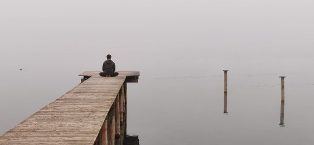 meditation-at-the-lake-4882027_1920