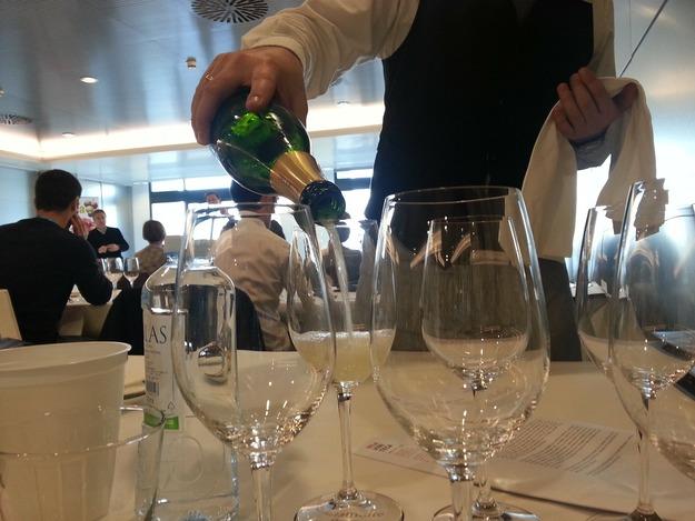 wine-tasting-90554_1920