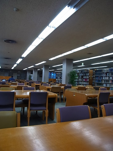 土日の図書館