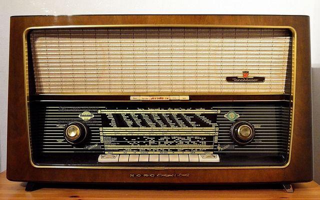 radio-1954856_640