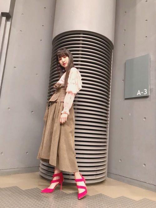 【エンタメ画像】【モーニング娘。'18】飯窪さんがギャルの&#229相互フェラ;からもらった靴wwwww