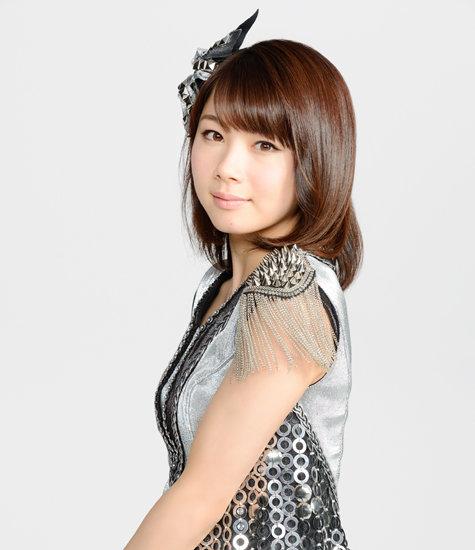 シルバーの石田亜佑美の衣装の画像