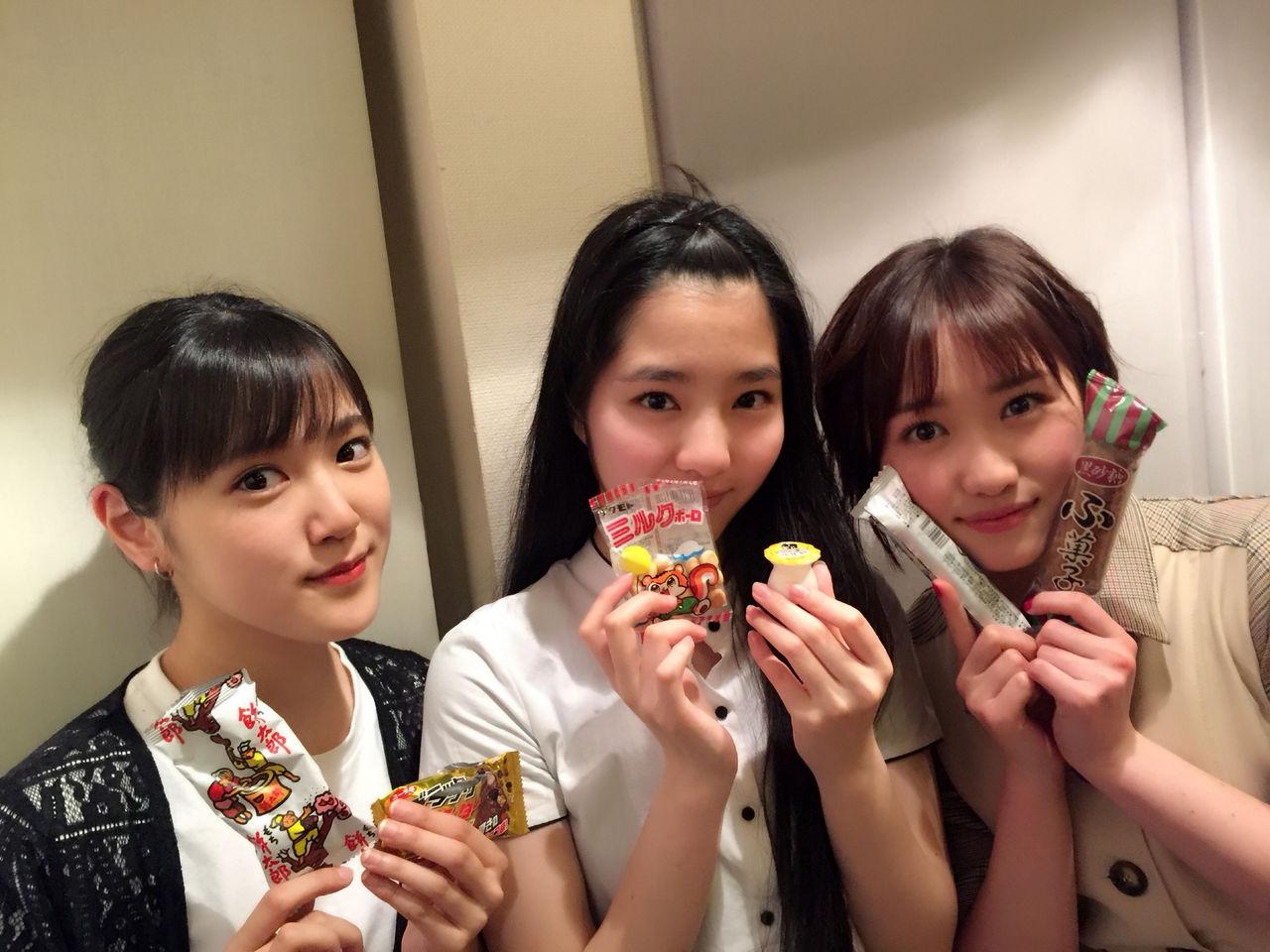 【エンタメ画像】【カントリー・ガールズ】小関舞の爪が大変な事になってる!!!!!!!!!