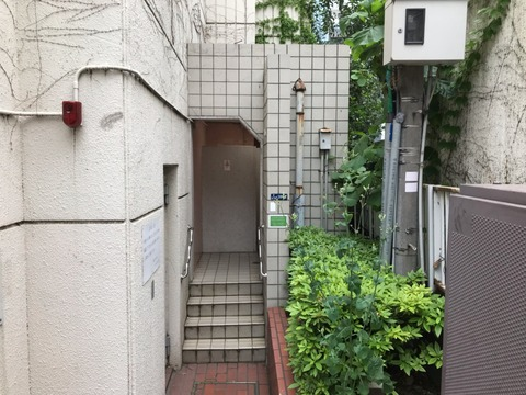 三田図書館脇公衆便所(3)