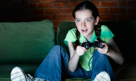 Girl-playing-video-games-008