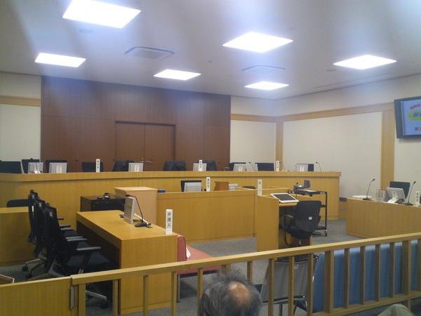 裁判所法廷の様子