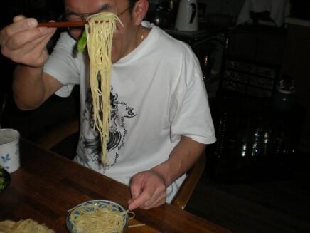 パスタを食らうshin