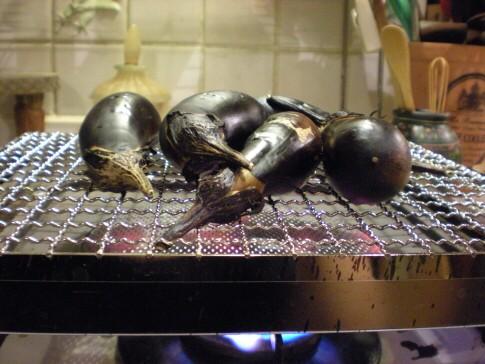 茄子を焼く