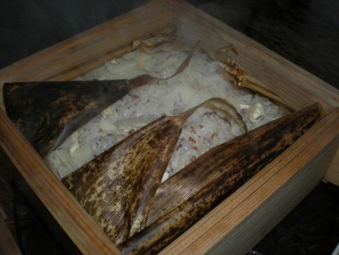 蒸篭タケノコご飯