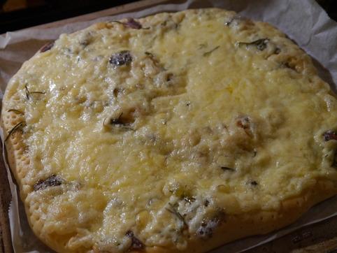 ローズマリーとアンチョビのピザ