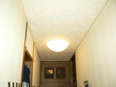 玄関廊下の灯り