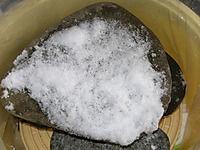 氷ついた重石