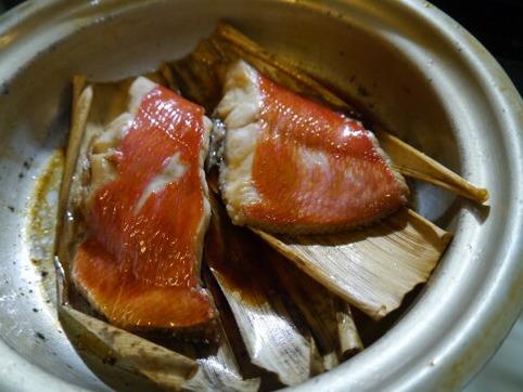 竹皮で金目鯛