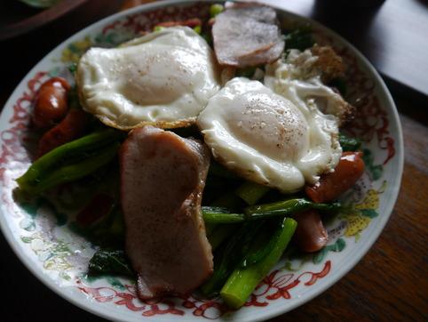 菜の花とウインナ炒め&目玉焼き