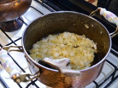 玉葱&ニンニクを炒める1
