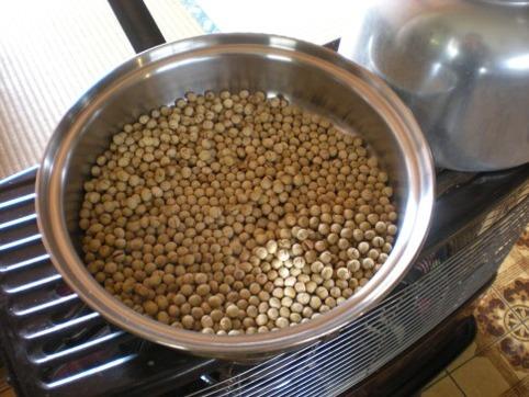 大豆を炒る