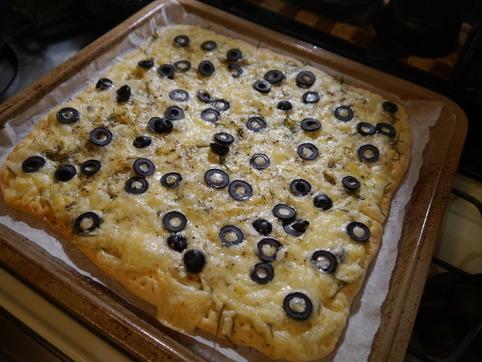 ローズマリーとオリーブのピザ